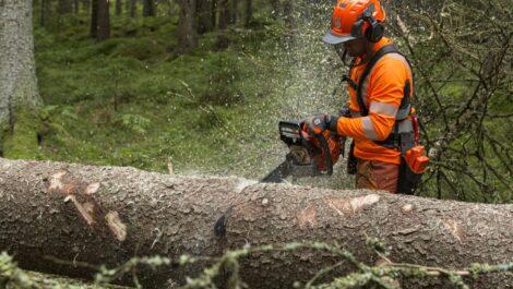 Husqvarna kündigt neue Generation von 90ccm-Kettensägen an