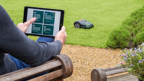 Autonome Rasenpflege für mittlere und große Gärten
