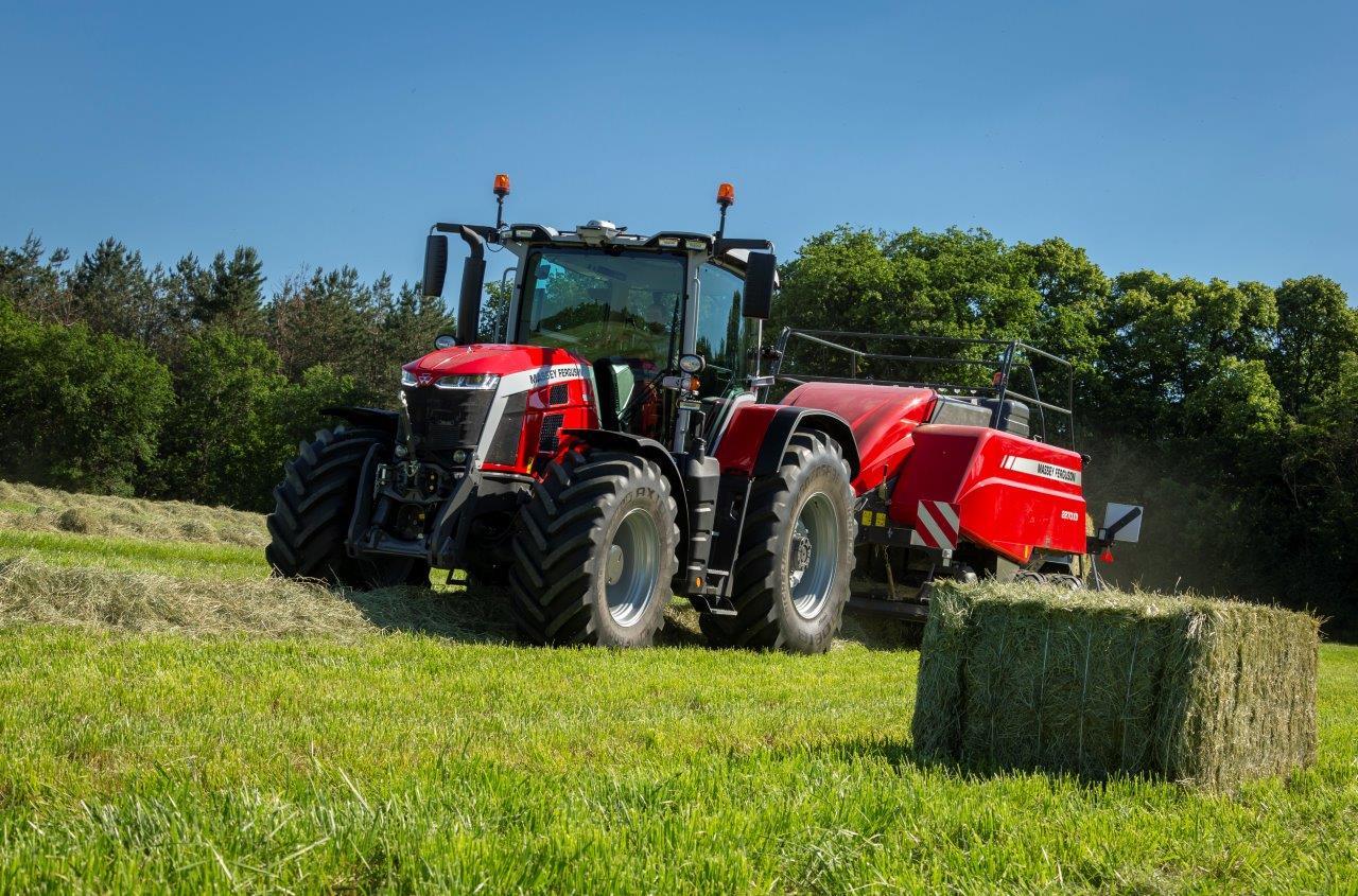 MF8S_Traktor|copyright: Massey Ferguson