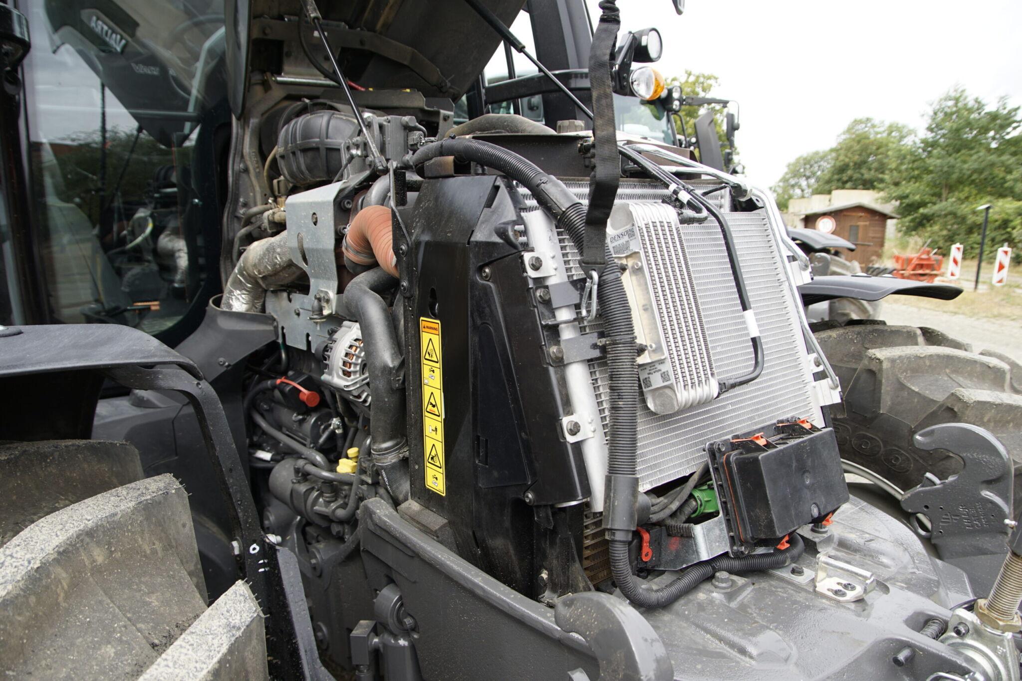 Valtra G135 Motor und Kühlpaket|copyright: Jörg Rath-Kampe