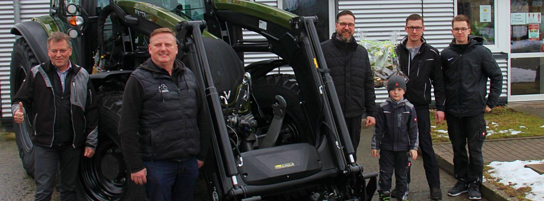 Landtechnik Oberlausitz übergibt 100. Valtra Traktor