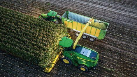 John Deere bietet Machine Sync jetzt auch für Traktoren und Feldhäcksler an