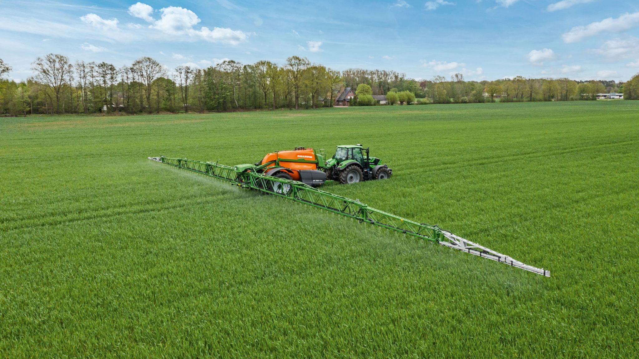 Amazone präsentiert Anhängefeldspritze UX Super - AGRARTECHNIK