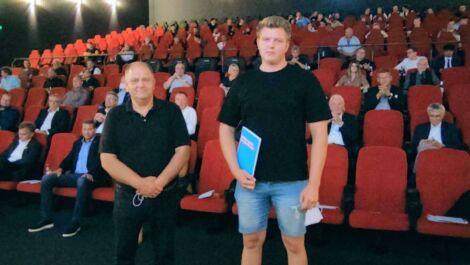 Sommer-Freisprechungsfeier in Marburg feiert erfolgreichen Prüfling
